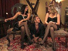 Blonde, Domination, Femelle, Femme dominatrice, 2 femmes 1 homme, Groupe, Maîtresse, Jarretelles