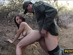 Mexican BP officer fucked amateur brunette babe for sneaking