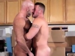 Muscly bear fucks n cums