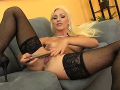 Blonde Cameron Dee Sexy and Solo