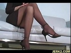 Office hoe Faith Leon in stockings