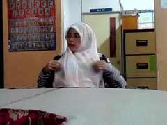 hijab titties flashing