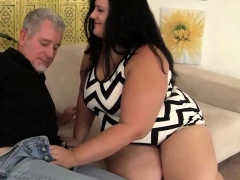 Fat Strumpet Takes a Thick Cock Deep in Her Quim