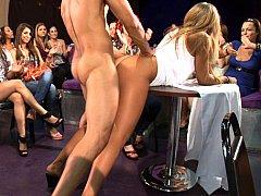 ブロンド, 着衣女と全裸男, クラブ, ダンス, グループ, ハードコア, パーティ, ストリップ