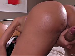 cheeky shemale with big titties nicolly lopes strokes her sissy dick