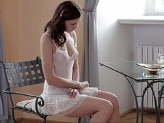 18 años, Linda, Europeo, Penetracion con dedos, Bragas, Desnudarse, Calientapollas, Tetas
