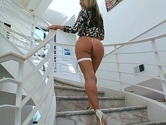 White dame with a perfect booty