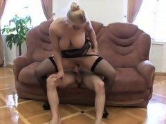 Big boobs girlfriend squirting