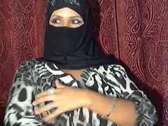 arabian hijab girl gushes herself on web cam