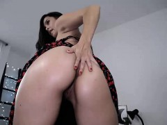 Shygirl big ass masturbates toys on webcam