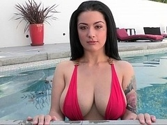 Queen of boobs in the pool