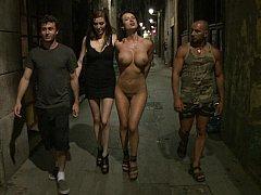 Anal, Gros seins, Domination, Européenne, Pénétrer avec le poing, Groupe, Humiliation, Public