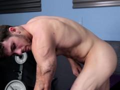 Ripped amateur tugging his cock in lockerroom