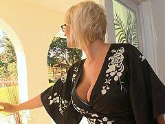 Grosse titten, Blondine, Ohne kleider, Frau, Brille, Hausfrau, Milf, Realität