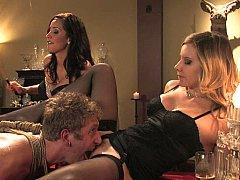 Tussi, Blondine, Braunhaarige, Frau, Weibliche domination, Gruppe, Herrin, Flotter dreier
