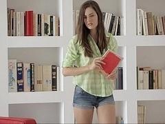 18 ans, Incroyable, Brunette brune, Innocente, Petite femme, Solo, Étudiant, Nénés