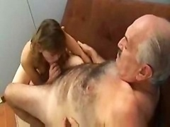 Aged Guy Fucked Young and fresh Kitten el viejo piola!!