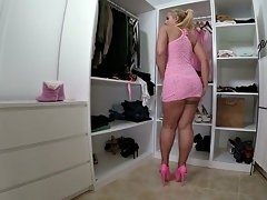 Short haired blonde is lucking for some fun and fucking