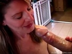 Sexy mature non-professional gives blowjob dick