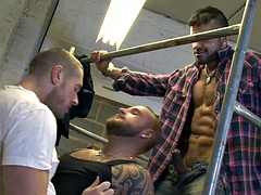 muscular Tattood queers in the kinky three-way