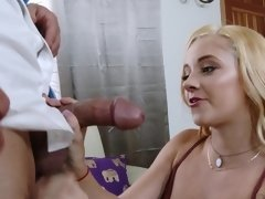 Young Riley Star finds pleasure in fucking an older man