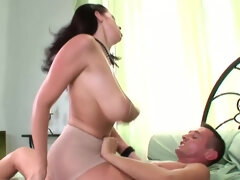Gianna Michaels Has A Very Raunchy Booty and Boobs