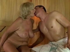 Sucer une bite, Dingue, Mamie, Hard, Mature, Sauna, Nénés